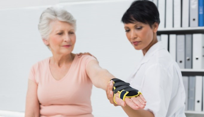 Weight Changes Linked to More Fractures in Older Women