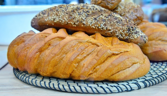 Gluten-rich food may lead to symptom onset, specifically early satiety, in patients with functional dyspepsia.