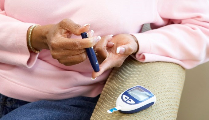 An increased risk of diabetes was found during the initial treatment phases of patients with GCA or GPA