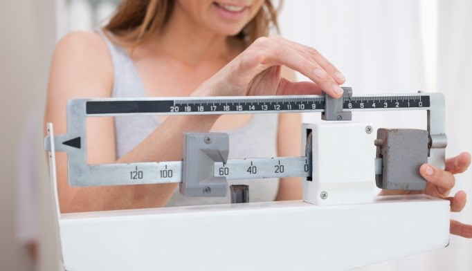 People who lose less weight may be more likely to regain the lost weight over time.