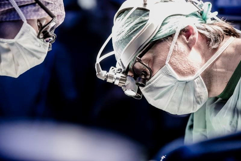 Evaluating Surgery Performance and Care Quality in Thyroidectomy
