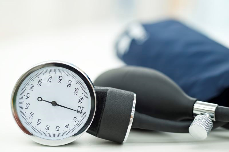 Intensive blood pressure lowering may similarly decrease cardiovascular events in both patients with and patients without type 2 diabetes.