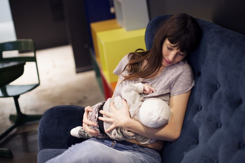 In the United States, only 55% of women are still breastfeeding at 6 months, which drops to 33% at 1 year postpartum.