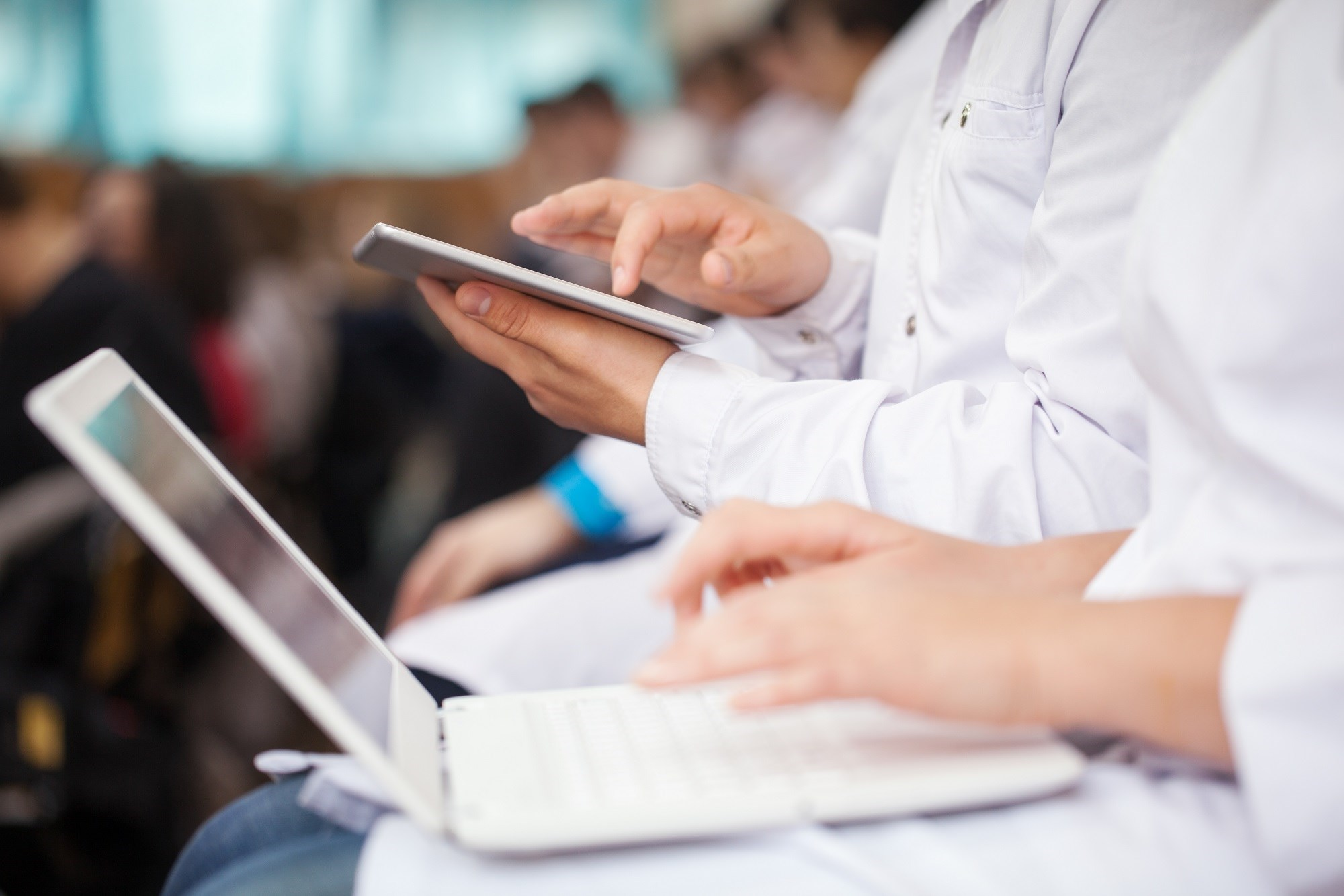 Reducing the number of computers on wheels in a surgical intensive care unit can reduce barriers to communication during patient presentations.