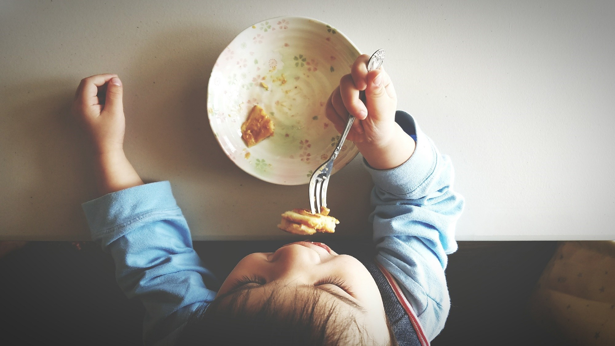 Modifying early home environment to prevent weight gain may be important for children genetically at risk for obesity.