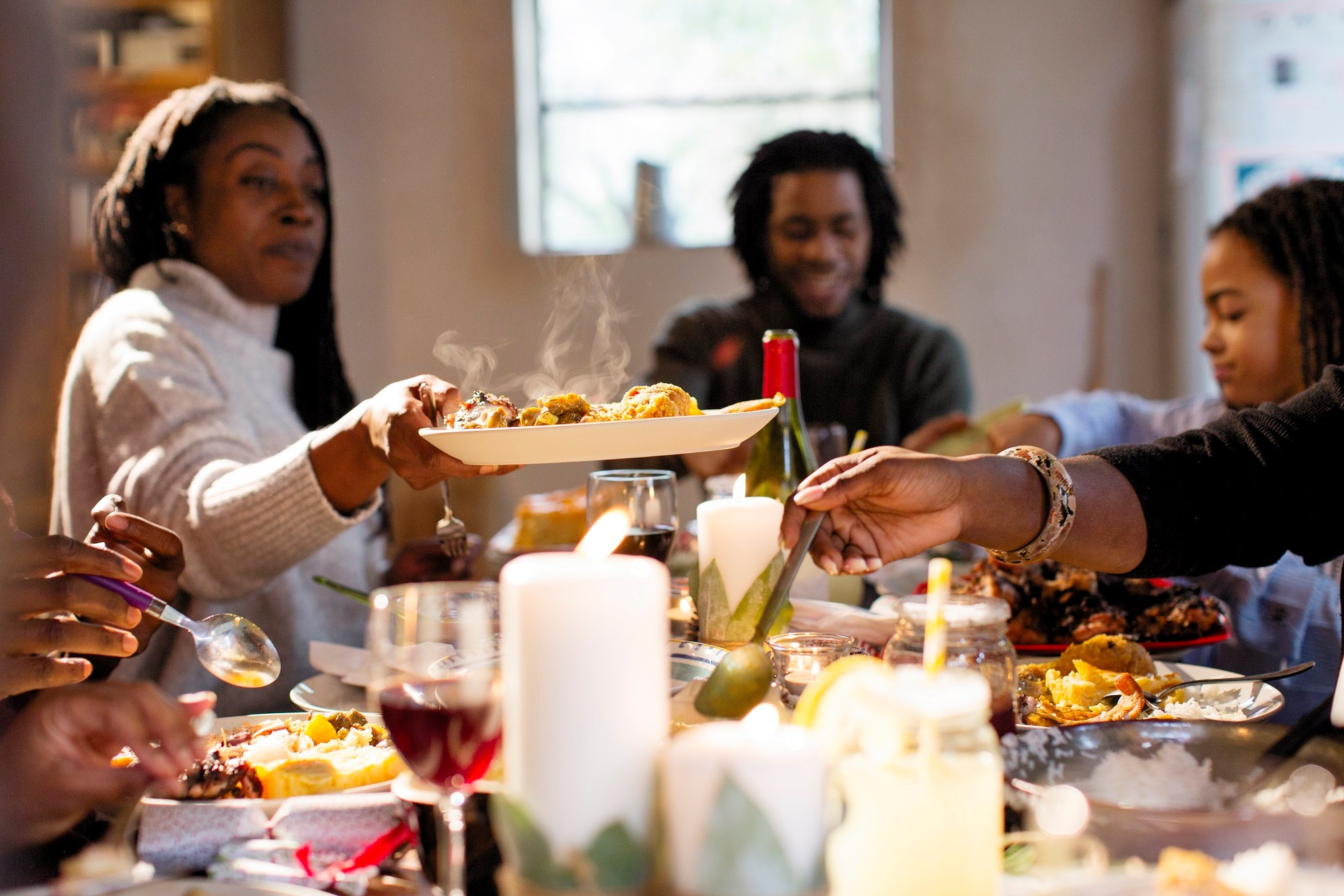 Among adolescents and young adults, family dinner frequency is associated with healthful dietary intake, regardless of family functioning.